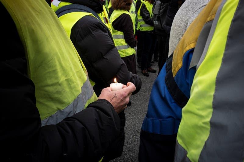 Chalecos amarillos: comienza juicio contra policía francés que lanzó adoquín a manifestante