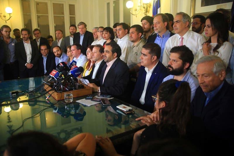 Oposición presenta (por separado) tres propuestas para proyecto de nueva Constitución
