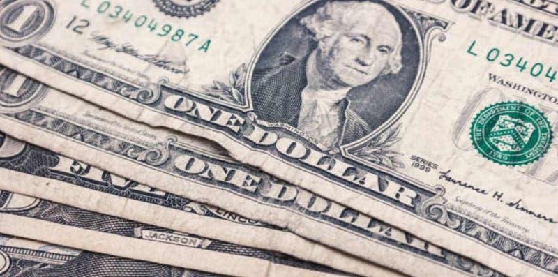 Incertidumbre empuja escalada del dólar