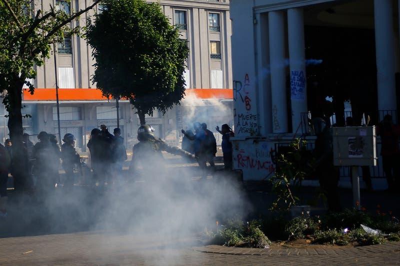 INDH interpondrá querella contra Carabineros por camarógrafo que fue golpeado por lacrimógena