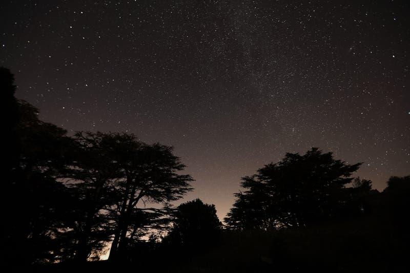 ¿Qué eran las misteriosas luces que se vieron la noche de este martes en diferentes partes de Chile?