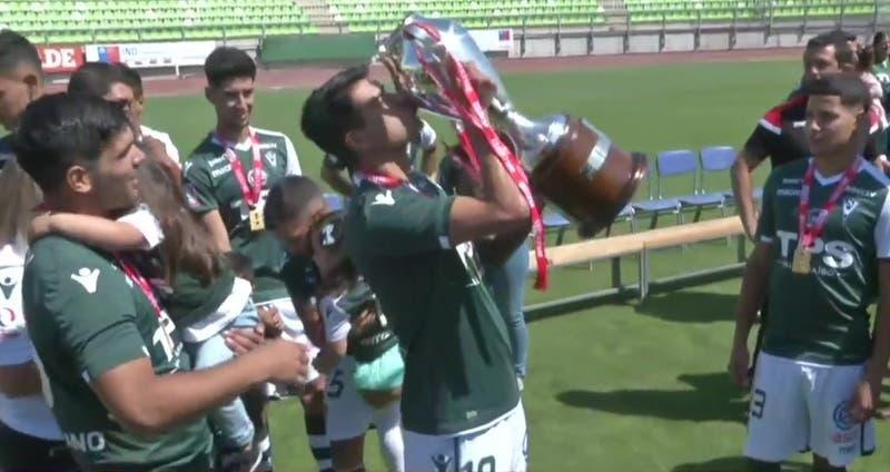 Santiago Wanderers levanta la copa de la Primera B en Valparaíso