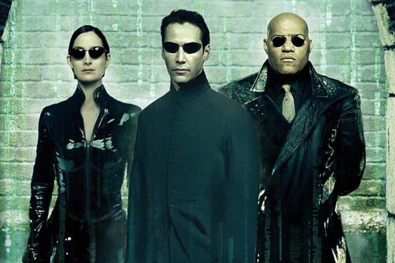 """Polémica por masiva fiesta realizada por equipo de rodaje de """"Matrix 4"""" en Alemania"""