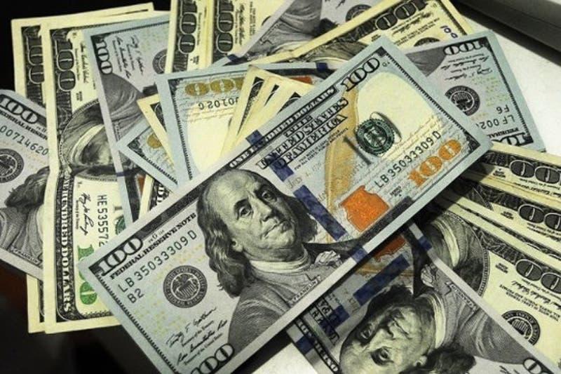 Dólar llega a su menor valor en cinco semanas y queda cerca de perder los $ 760