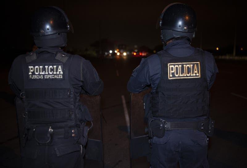 Turba quema comisaría para ajusticiar a sospechoso de femicidio en selva de Perú