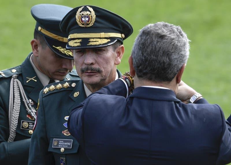 Presidente de Colombia saca al jefe del ejército cuestionado por violaciones a los Derechos Humanos