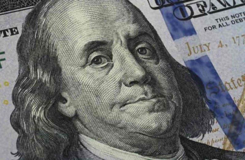 Dólar se apronta a terminar el año sobre $750