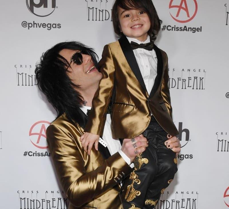 Criss Angel rapa a su hijo por tratamiento contra el cáncer