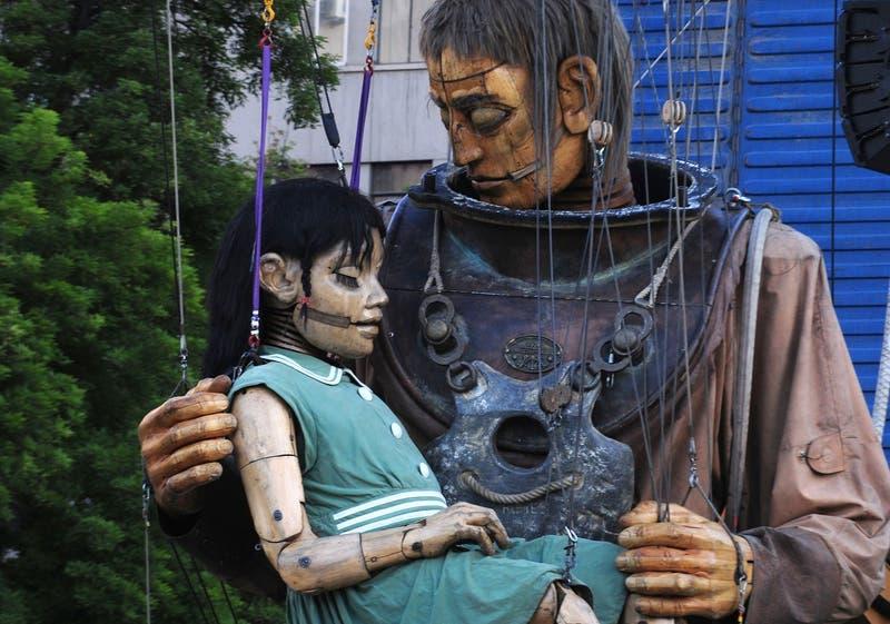 """""""Pequeña gigante"""" junto a su tío """"Escafandra"""", Santiago de Chile 2010."""