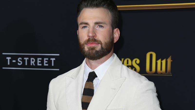 El idéntico y sexy hermano menor de Chris Evans que lo acompañó a los Globos de Oro 2020