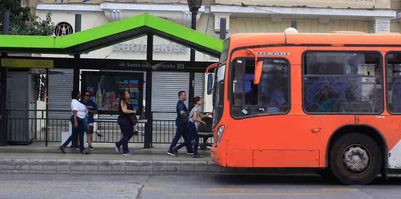 """Transantiago suspende servicio de buses por """"razones de seguridad"""""""