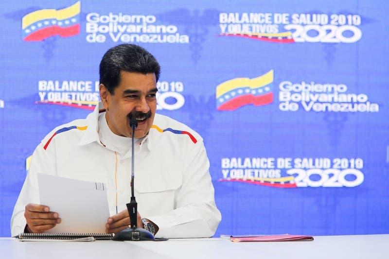 """Maduro llama """"payaso fracasado"""" a Pompeo por apoyo a """"show"""" de Guaidó en Venezuela"""