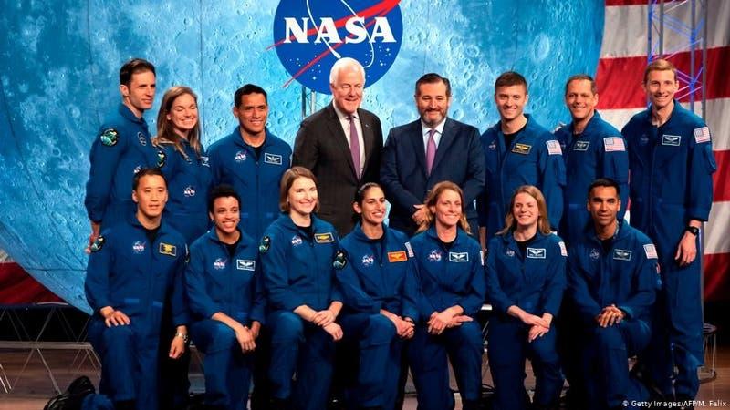 La NASA presenta a sus nuevos astronautas