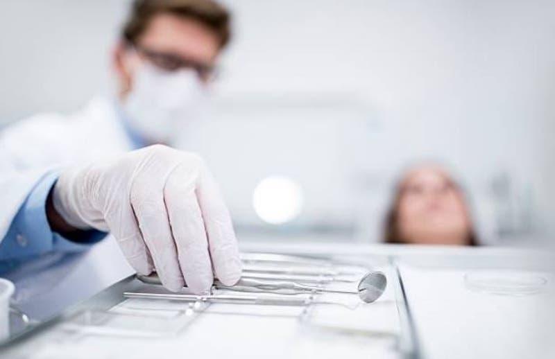 Familia demanda a dentista que incendió la boca de una niña de cinco años en un procedimiento