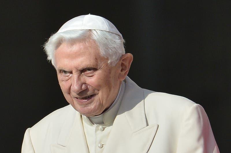 Papa emérito Benedicto XVI reaparece para defender el celibato de sacerdotes