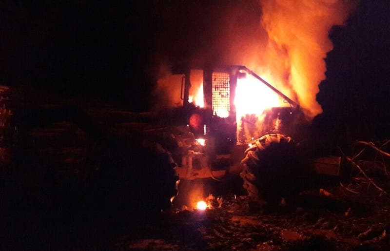 Ataque incendiario en Lumaco termina con 8 máquinas forestales quemadas