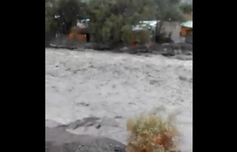 Lluvias en el norte provocan crecida de río de Camiña y alerta viviendas en Pozo Almonte