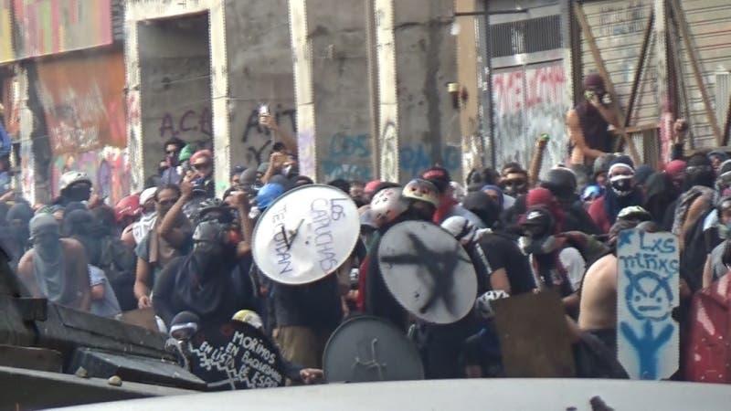 [VIDEO] Vecinos atrapados entre piedras y lacrimógenas: Municipio pide tregua para sus vecinos