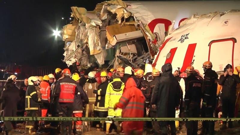 Avión de pasajeros se partió en tres al aterrizar en Turquía
