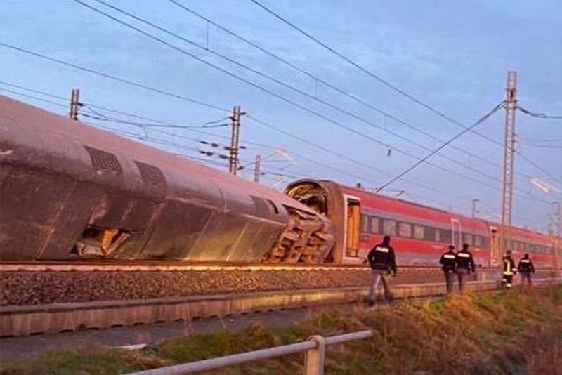 Al menos dos muertos en descarrilamiento de tren en Italia