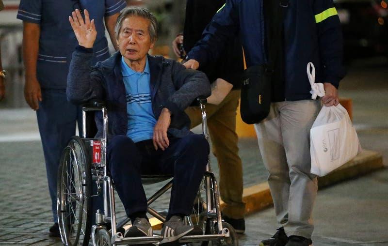 Expresidente peruano Alberto Fujimori deja el hospital y vuelve a cumplir condena en prisión