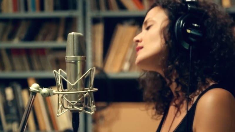 Cantante y youtuber es furor en la web al revivir de forma cómica a Bach y Mozart