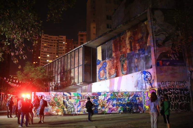 Gobierno dice que obra y objetos de Violeta Parra fueron retirados antes del museo por precaución