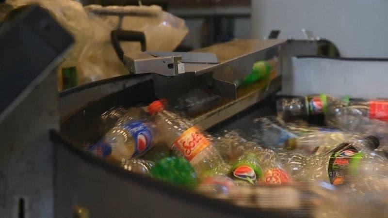 [VIDEO] Noruega recicla el 97% de todas sus botellas plásticas