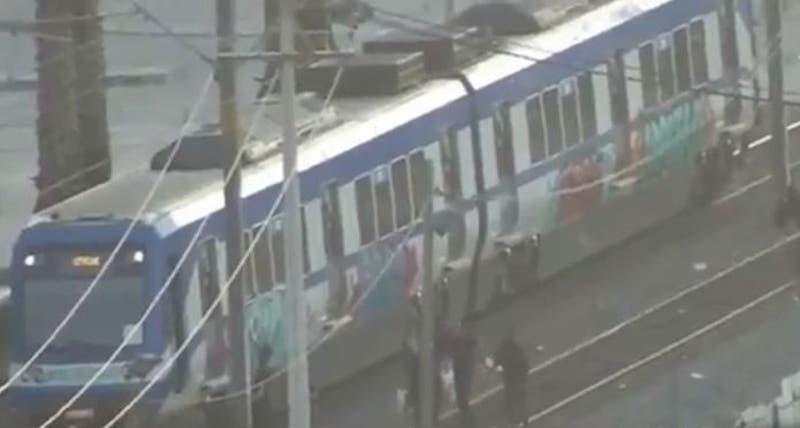 Detienen a cuatro personas por rayar el metro de Valparaíso