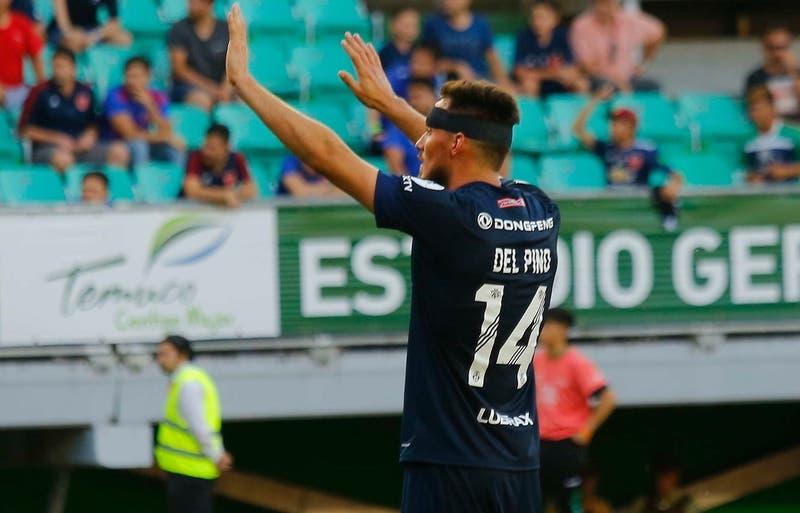 """Luis Del Pino Mago es expulsado en la """"U"""" ante Santiago Wanderers y deja a los """"azules"""" con 9"""