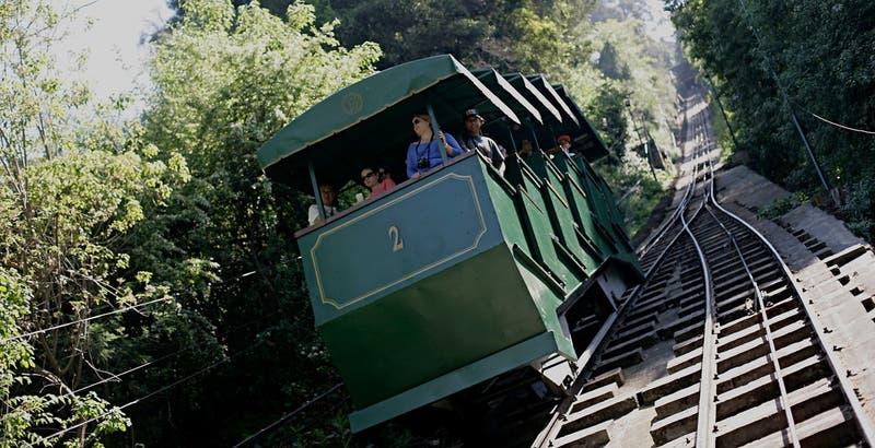 Funicular del cerro San Cristóbal permanecerá cerrado durante un año