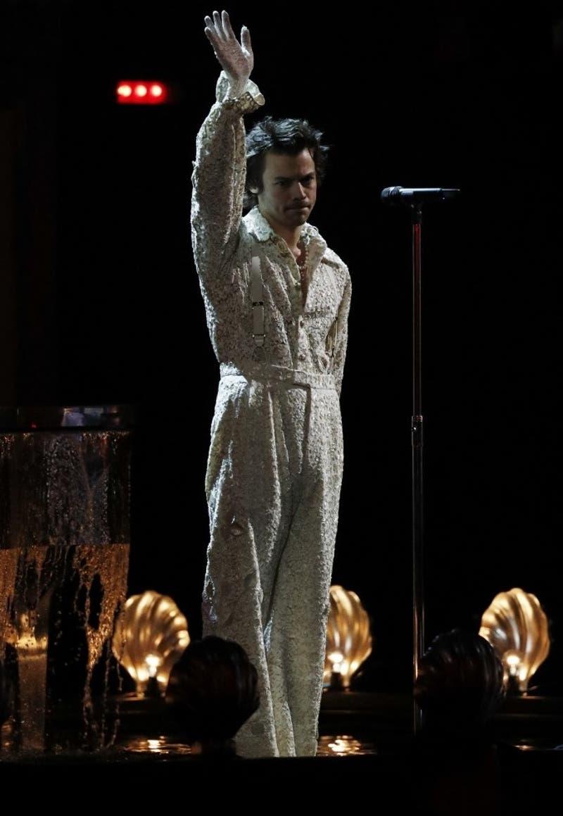 Harry Styles rinde emotivo homenaje a su ex novia fallecida durante los Brit Awards