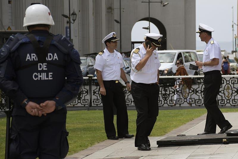 """Espina asegura que Armada tiene deber de defender sus monumentos """"incluso con armas de fuego"""""""