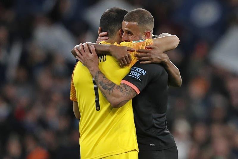 """Jugador del Manchester City tras el título: """"Deberíamos renombrar esta copa como Claudio Bravo"""""""