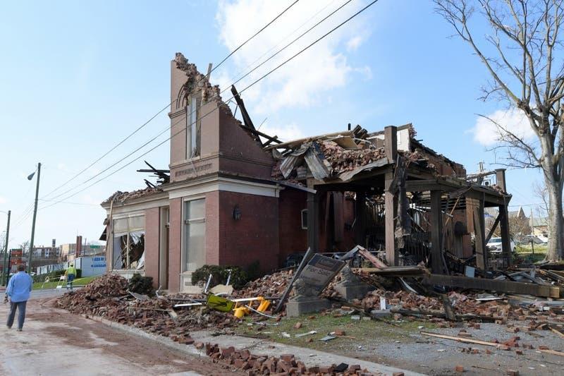 Tornados causan al menos 25 muertos en el estado de Tennessee en Estados Unidos