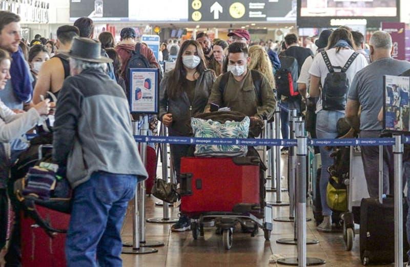 Se confirma coronavirus en Chile y CMF oficia a aseguradoras por planes de contingencia