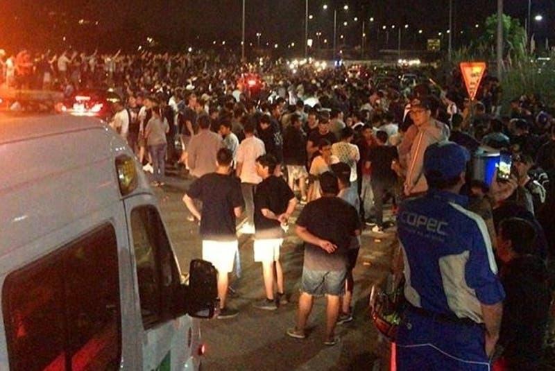 Cientos de conductores se reunieron para participar de carreras clandestinas en la Costanera Norte