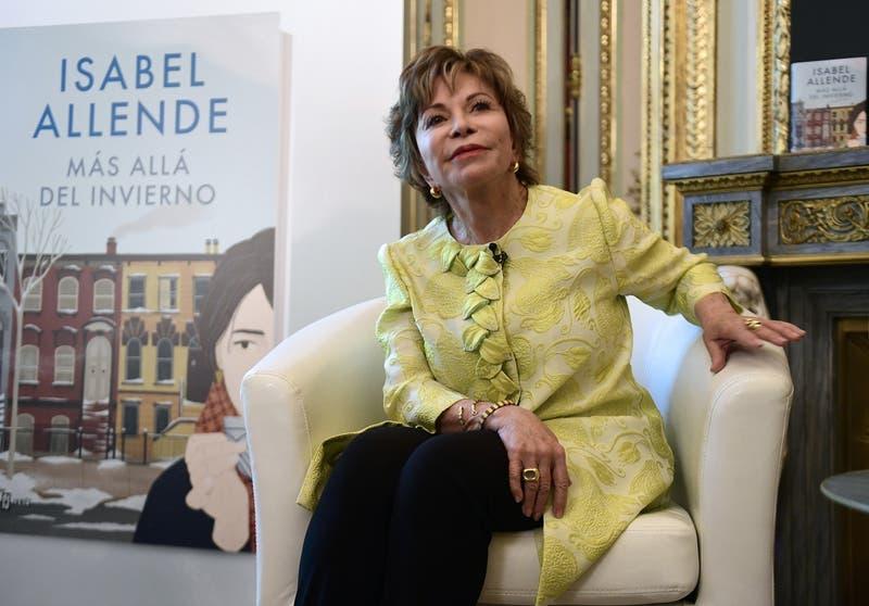 """Escritora Isabel Allende: """"Las feministas chilenas han inspirado a las mujeres en muchas partes"""""""