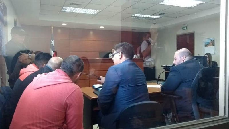 Decretan prisión preventiva a carabineros acusados de haber asaltado a una persona en Hualqui