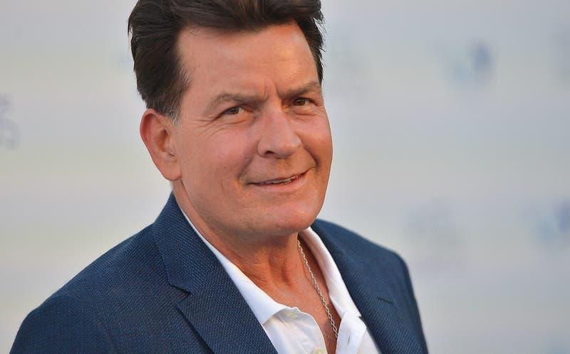 Charlie Sheen negó acusaciones de abuso sexual contra actor adolescente en el set de una película