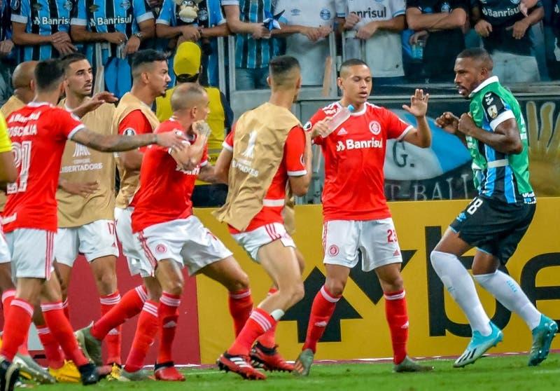 El descargo de Conmebol por la violencia entre Gremio e Inter de Porto Alegre por Copa Libertadores