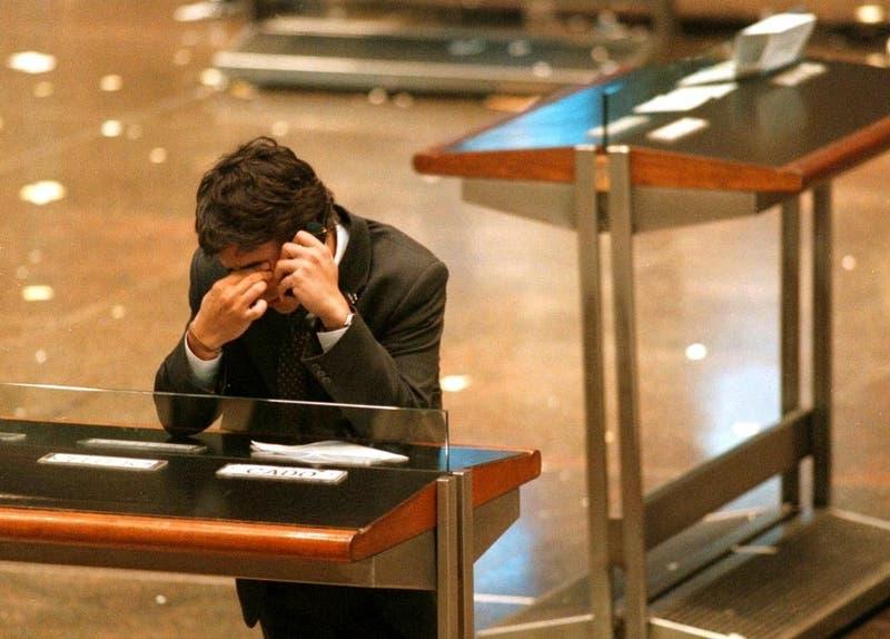Bolsa de Tokio cierra con una fuerte baja por los temores de un rebrote de contagios del COVID-19