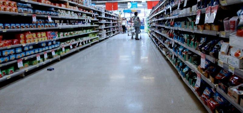 """Walmart hace un llamado a la calma: """"Podemos asegurar que nuestros supermercados tendrán productos"""""""