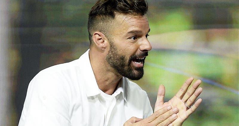 Mostrando harta piel: Ricky Martin protagoniza sesión de fotos para revista de moda masculina