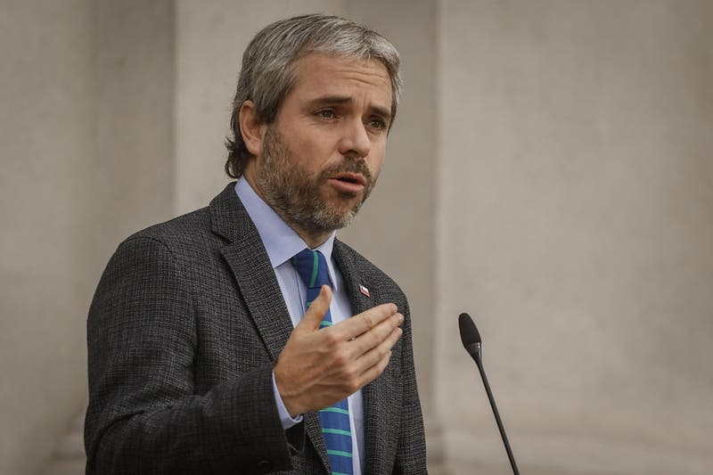 """Gobierno califica como """"inoportuna"""" alzas en planes de Isapres: """""""