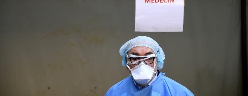 Cárcel para un médico francés por toser sobre gendarmes