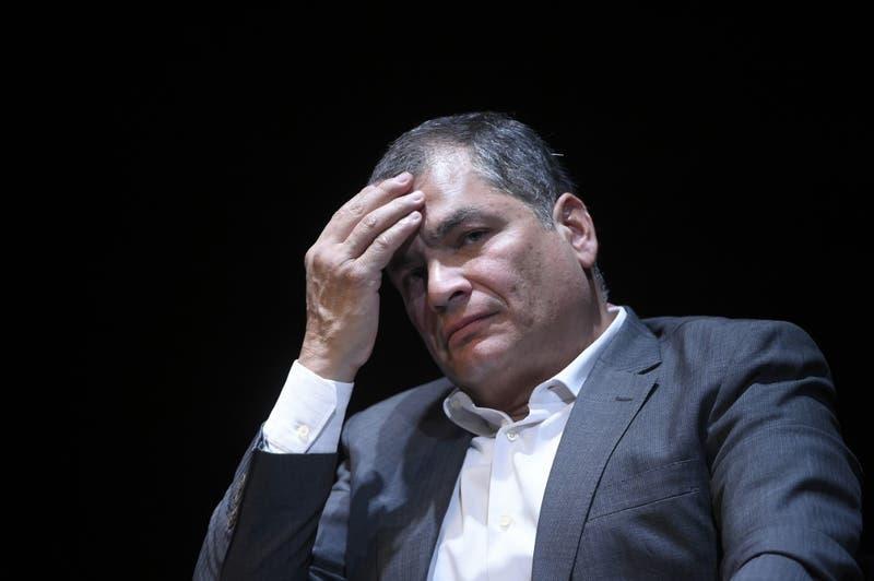 Justicia de Ecuador condena a ocho años de cárcel a ex presidente Rafael Correa por corrupción