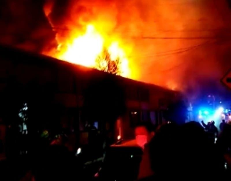Incendio afecta a una decena de viviendas en Penco
