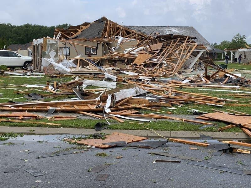 Las impactantes imágenes de los tornados que dejan al menos 11 muertos en Misisipi, EEUU