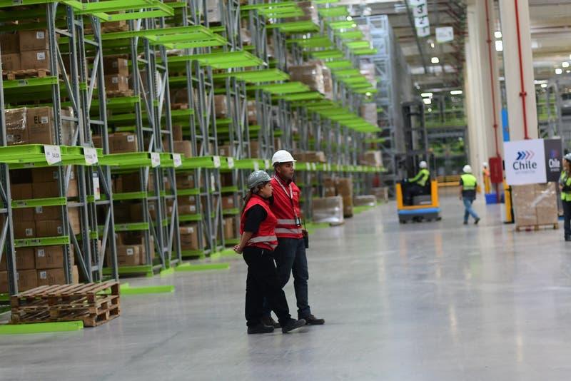 Falabella posterga millonaria inversión en remodelaciones de tiendas y se enfoca en ventas online